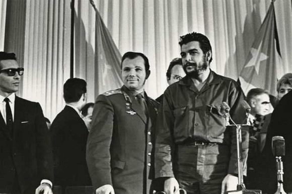 Szerokie międzynarodowe przyjęcie Primero: Gagarin y Cuba