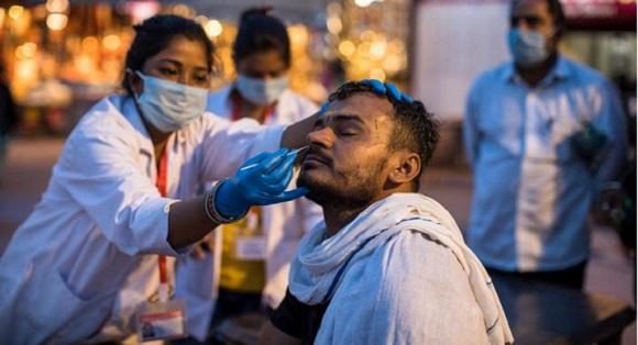 COVID-19 na świecie: Indie ustanawiają rekord świata pod względem pozytywnych przypadków w ciągu jednego dnia i ponad 2000 zgonów