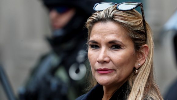 Była prezydent boliwijskiego zamachu stanu Jeanine Anez przekazała 1,2 miliona dolarów w postaci pieniędzy z ropy