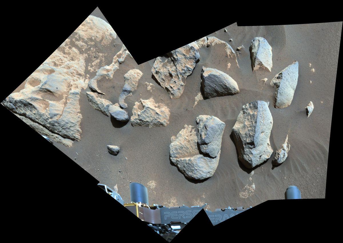 Podczas gdy NASA rozwiązuje problemy ze swoim helikopterem Mars, wytrwały łazik pozostaje zajęty