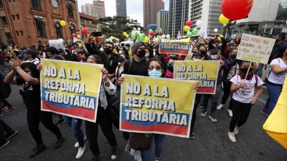 Potwierdzone zgony i aresztowania w narodowym strajku przeciwko reformie podatkowej w Kolumbii