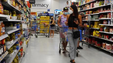 Zasady dotyczące maski sklepu są bałaganem i prawie niemożliwe do wdrożenia