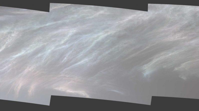 Łazik Curiosity wychwytuje jasne chmury na powierzchni Marsa