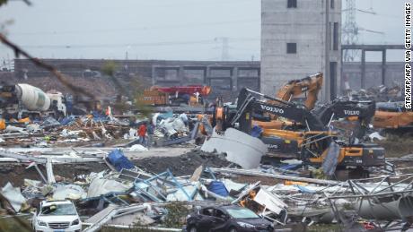 Tajfun uderzył w Wuhan w Chinach 15 maja.