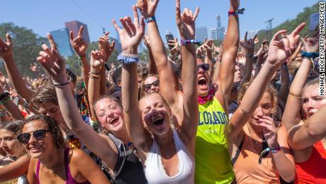 Lollapalooza wróci tego lata, a posiadacze biletów są zobowiązani do przedstawienia dowodu szczepienia lub negatywnego wyniku testu Covid-19.