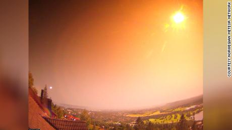 Meteor rozświetla noc w Norwegii
