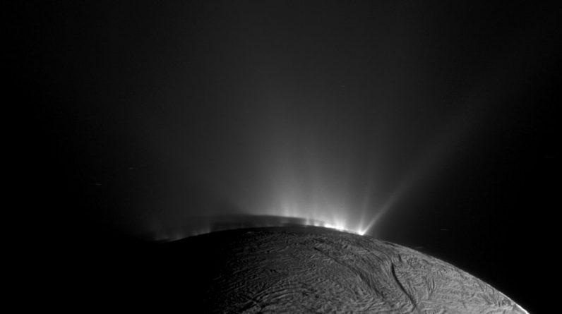 Dlaczego księżyce Jowisza i Saturna mogą być kluczem do znalezienia obcego życia?