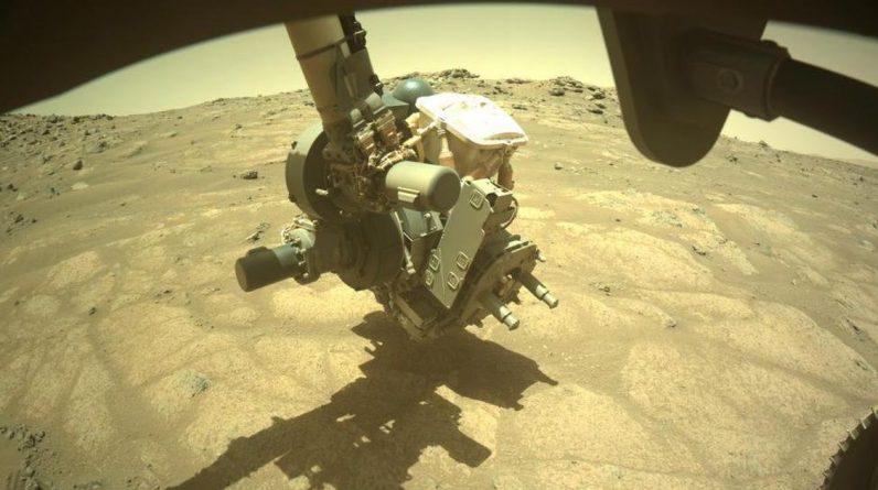 """Łazik NASA bada """"podłogi ogrodu"""" na dnie marsjańskiego jeziora"""