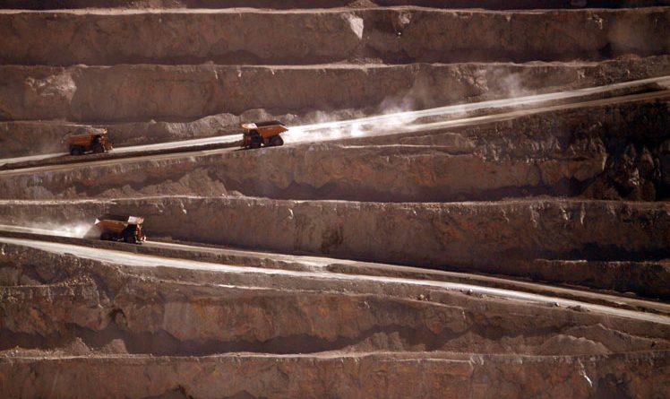 Pracownicy największej na świecie kopalni miedzi w Chile postanawiają strajkować