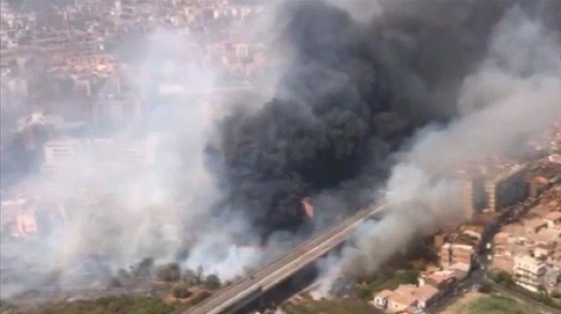 La isla italiana de Sicilia continúa luchando contra incendios forestales