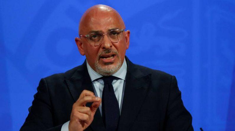 """Najnowszy koronawirus: Minister mówi, że blokady będą """"ostatnią deską ratunku"""" w Anglii"""