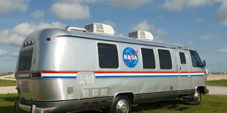 NASA szuka nowej podróży dla astronautów na platformę startową Artemis