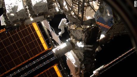 Gdzie idzie rura astronauty?  Odpowiedzi na najdziwniejsze pytania dotyczące podróży kosmicznych