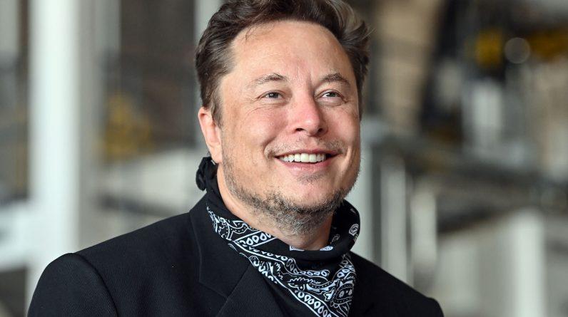 Elon Musk kpi z prezydenta Bidena po tym, jak SpaceX zakończył swoją pierwszą cywilną misję
