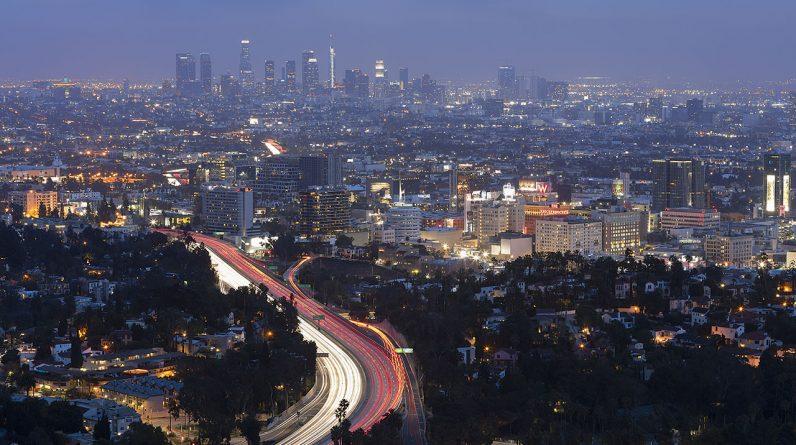 Hrabstwo Los Angeles będzie wymagać dowodu szczepienia lub negatywnego testu w barach, klubach nocnych i na imprezach