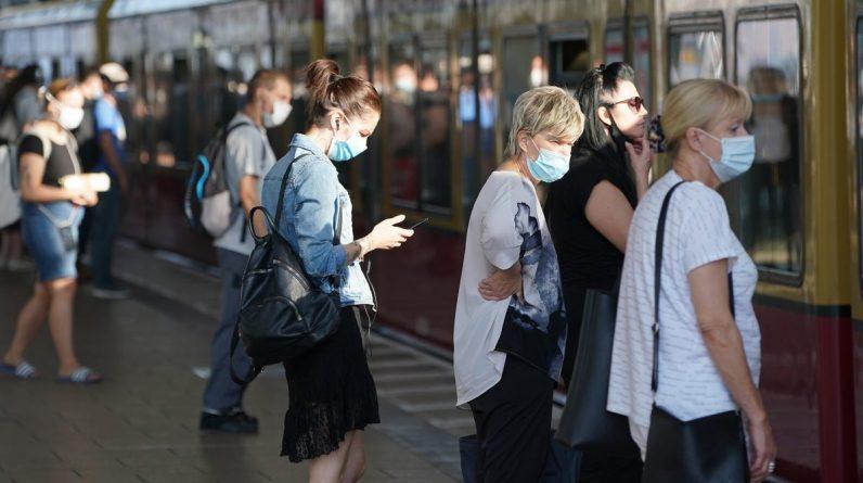 Kompleksowe badanie wykazało, że maski ograniczają rozprzestrzenianie się COVID-19