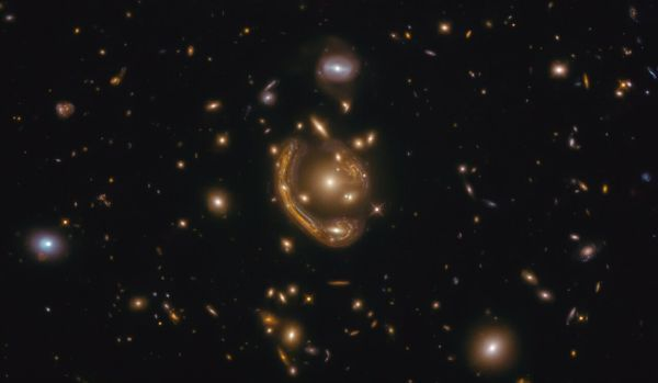Naukowcy określają wiek stopionego pierścienia Einsteina