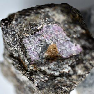Odkryto starożytne ślady życia zamknięte w szafirze sprzed 2,5 miliarda lat