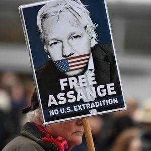 Assange jest w stanie krytycznym podczas przesłuchania w Stanach Zjednoczonych o ekstradycję