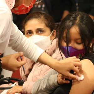 Dzieci nie są grupą priorytetową do szczepień w Ameryce: PAHO
