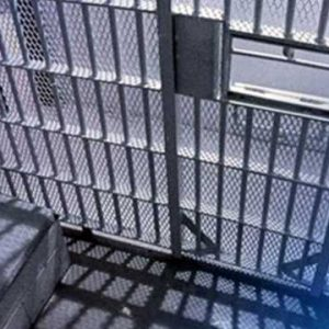 Wybuch COVID-19 w więzieniu hrabstwa Sacramento skłania do dochodzenia